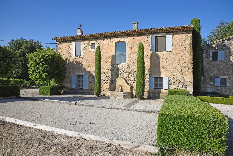 House(0),Mas_Des_Vignes_Folles,Luxury_Farmhouse_In_Provence_France